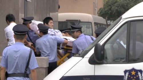 北京の裁判所に出廷する冀中星被告 2013年9月17日
