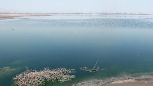 濃紺の水をたたえる湖(2013年5月22日)