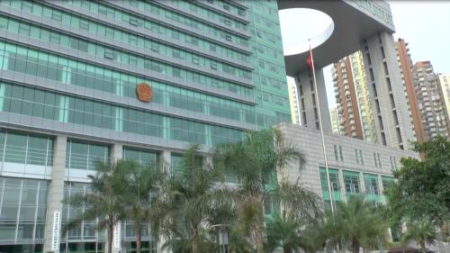 重慶市の第一中級人民法院。雷元書記の初公判が開かれた(2013年6月19日)