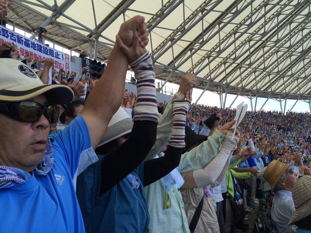 沖縄・県民大会のスタジアムの様子