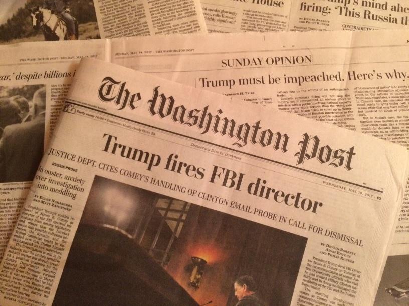 FBI長官の解任を受けて連日紙面にはトランプ大統領の弾劾を求める声が