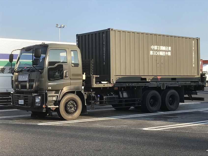 広島県内のサービスエリアに止まっていた自衛隊の車両 写真:加藤雅史