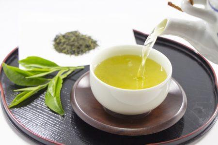 [新型コロナFactCheck] 「感染対策に緑茶が有効」は根拠不明 査読前論文の未確定情報が拡散